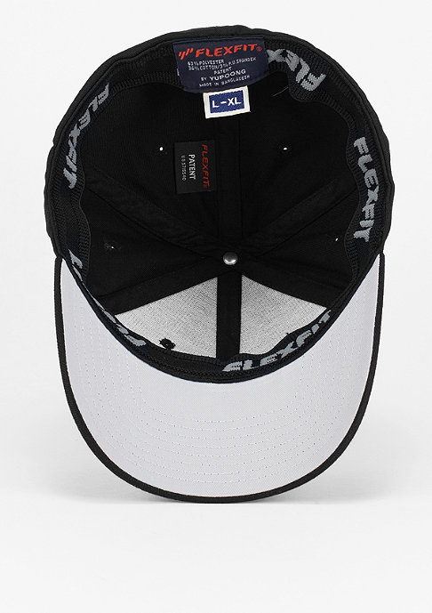 Urban Classics Flexfit-Cap Leatherpatch black