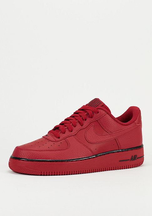 NIKE Schoen Air Force 1 07 gym red/gym red