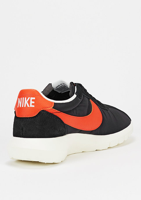 NIKE Laufschuh Roshe LD-1000 black/team orange/sail/black