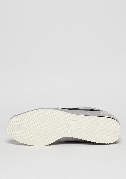 NIKE Laufschuh Classic Cortez Nylon matte silver/black/sail