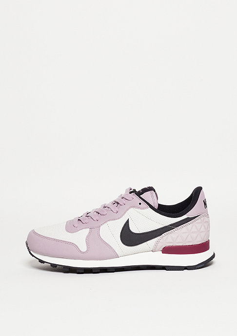 NIKE Internationalist PRM light bone/black/plum fog