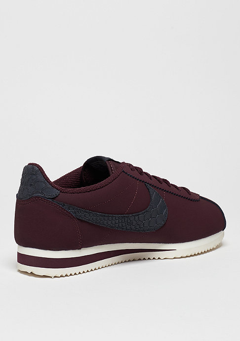 NIKE Laufschuh Classic Cortez Leather SE night maroon/sail
