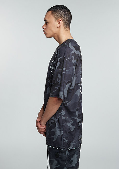 Granted T-Shirt Skater Fit black/camo