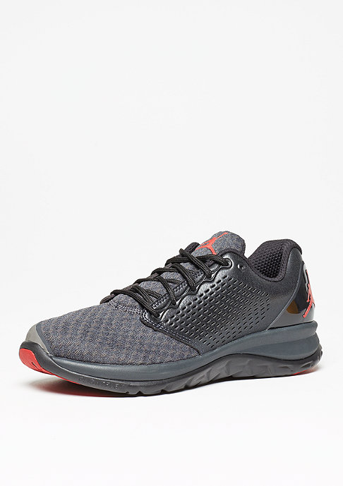 JORDAN Trainer ST Winter black/gym red/anthracite