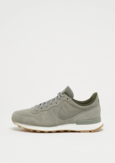 nike internationalist dark stucco sail