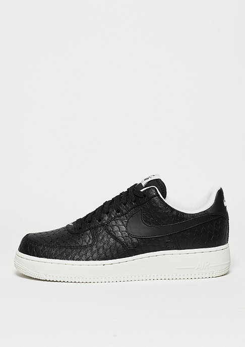 NIKE Schuh Air Force 1 07 LV8 black/black/summit white