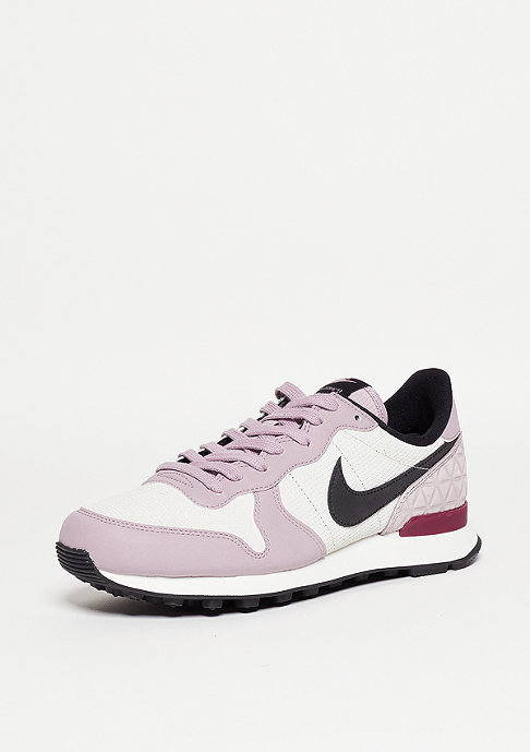 NIKE Laufschuh Wmns Internationalist PRM light bone/black/plum fog