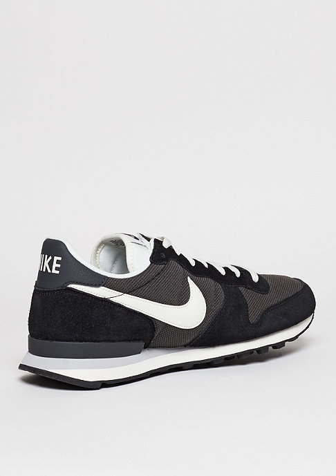 NIKE Laufschuh Internationalist deep pewter/sail/black