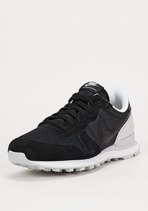 NIKE Laufschuh Internationalist black/black/pure platinum