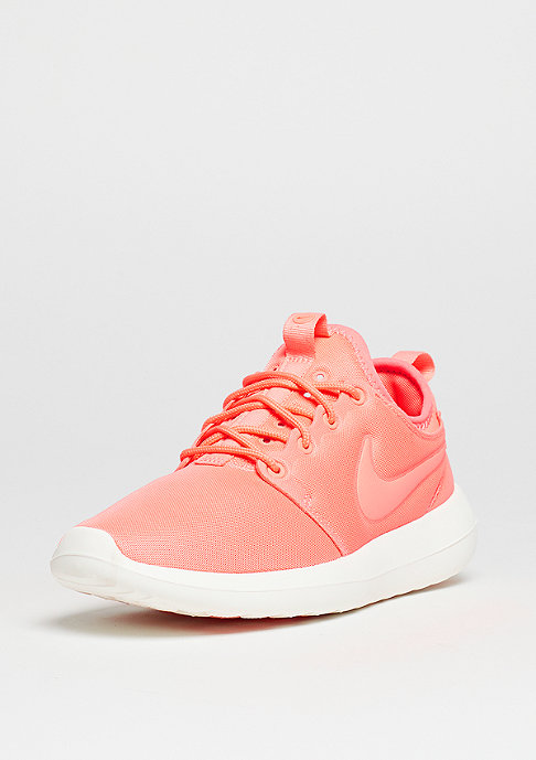 NIKE Laufschuh Wmns Roshe Two atomic pink/sail/turf orange