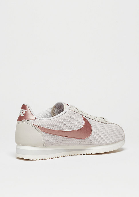 NIKE Laufschuh Wmns Classic Cortez Leather Lux lt bone/mtlc red/bronze/sail