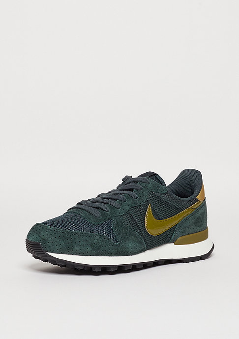 NIKE Laufschuh Wmns Internationalist seaweed/olive/metallic gold