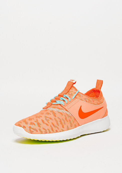NIKE Laufschuh Wmns Juvenate peach/total orange/summit white