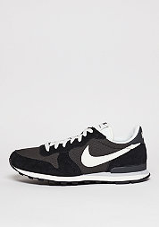 Internationalist deep pewter/sail/black