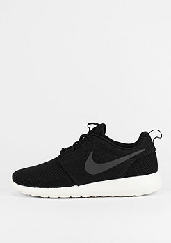 Laufschuh Roshe One black/white
