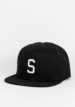 Snapback-Cap Letter S black