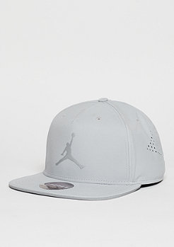 Snapback-Cap Jumpman Perforated wolf grey/reflective silver
