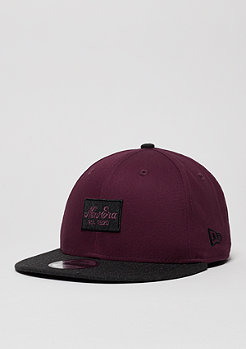 Snapback-Cap Contrast Heather Patch maroon/black