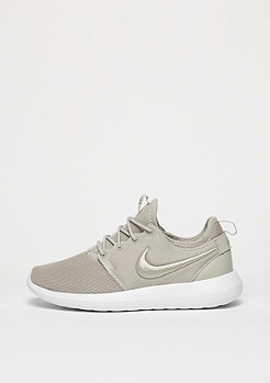Roshe Two pale grey/pale grey/white