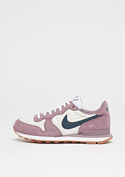 Internationalist taupe grey/armory navy/light orewood brown