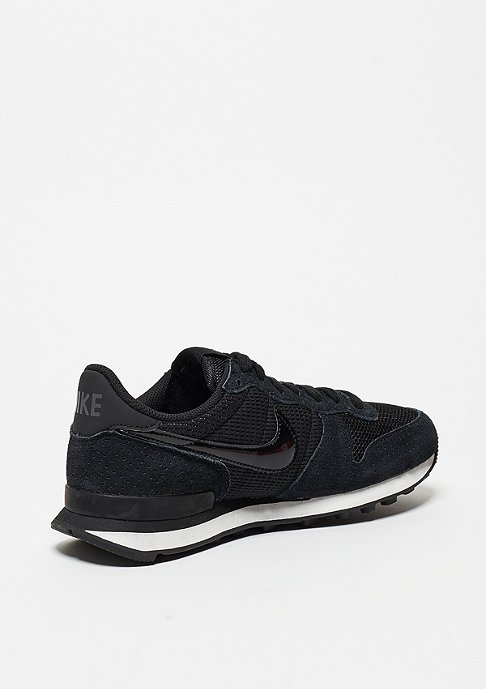 NIKE Wmns Internationalist Premium black/black/dark grey