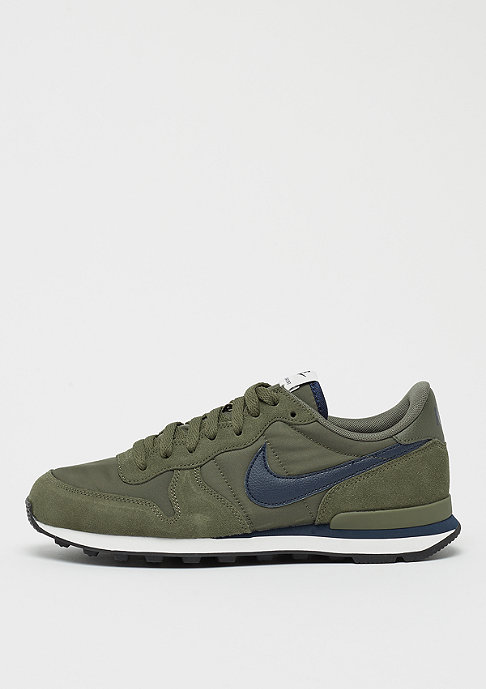 NIKE Internationalist medium olive/obsidian/sail