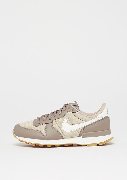 NIKE Wmns Internationalist sepia stone/sail-sand-gum light brown
