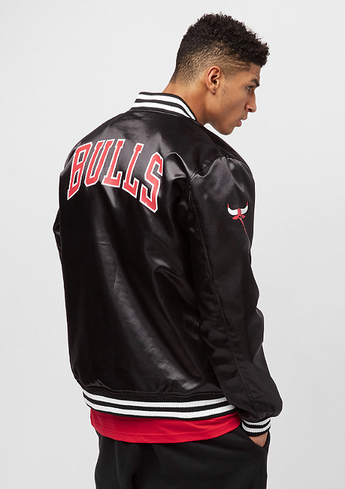 New Era Tip Off Sateen Bomber Chicago Bulls black