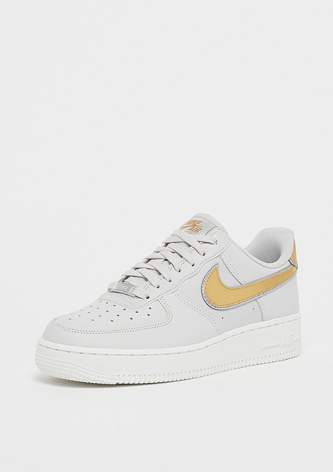 NIKE Wmns Air Force 1 07 vast grey/metallic gold/summit white