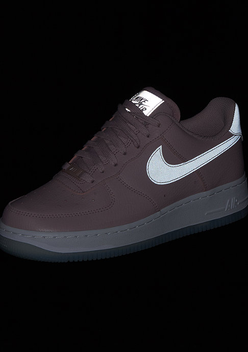 NIKE Wmn Air Force 1 ´07 essential plum chalk/white/mtlc luster