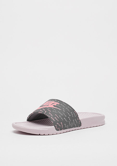 NIKE Wmns Benassi Just Do It barely rose/bleached coral-gunsmoke
