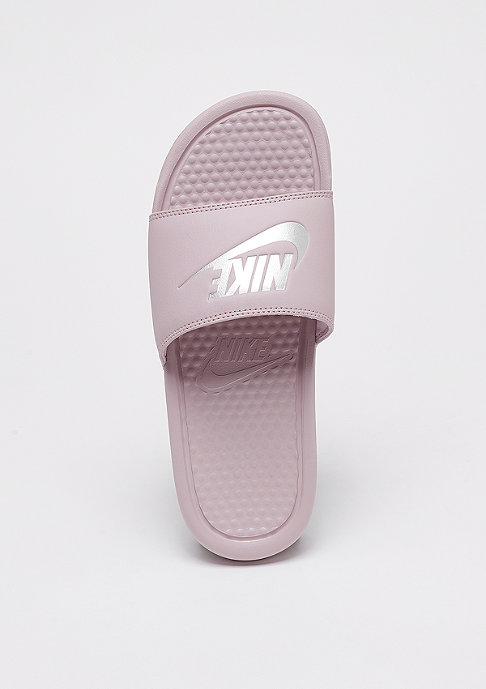 NIKE Wmns Benassi Just Do It particle rose/metallic silver