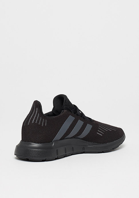 adidas Swift Run core black