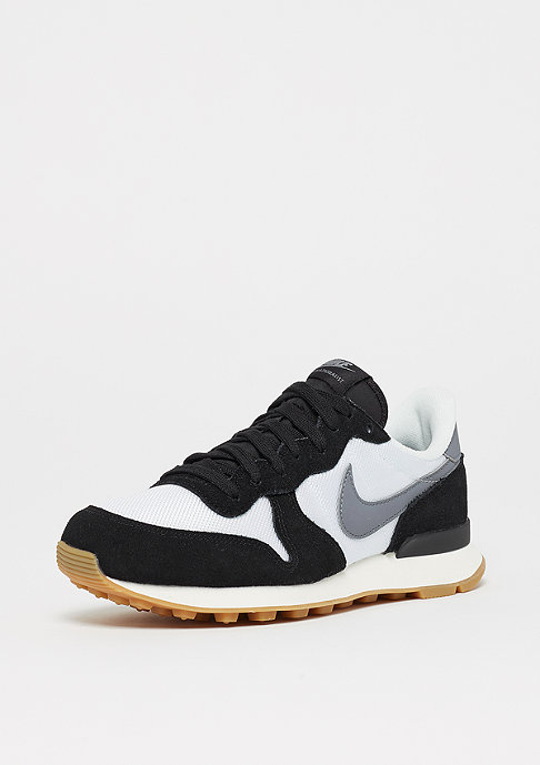 NIKE Wmns Internationalist summit white/cool grey/black