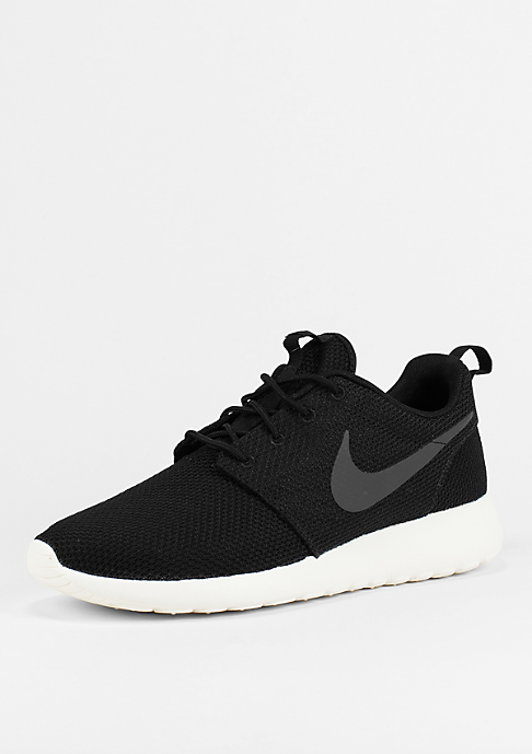 NIKE Laufschuh Roshe One black/white