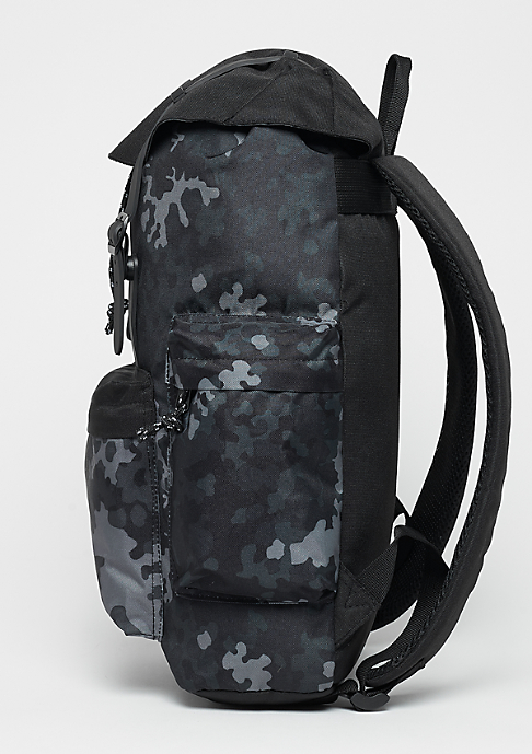 Urban Classics Camo With Multibags dark camo