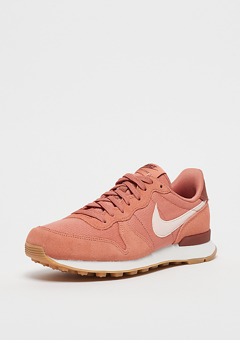 NIKE Wmns Internationalist terra blush/guava ice-summit white