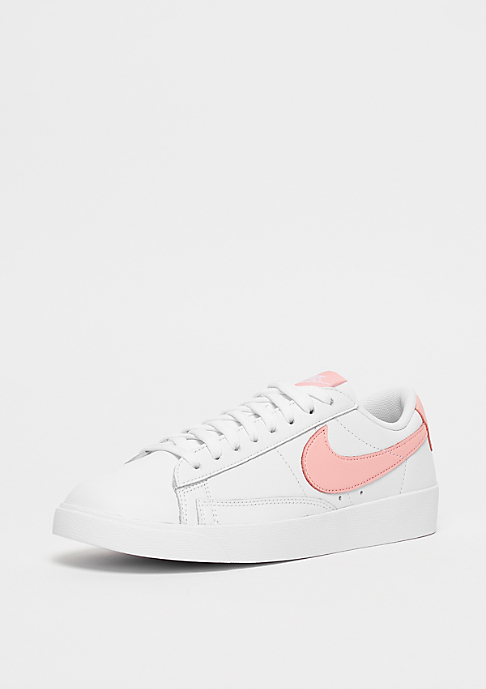 NIKE Wmns Blazer Low white/storm pink-white