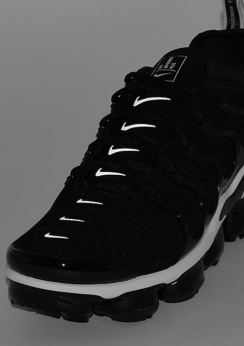 NIKE Air VaporMax Plus black/white