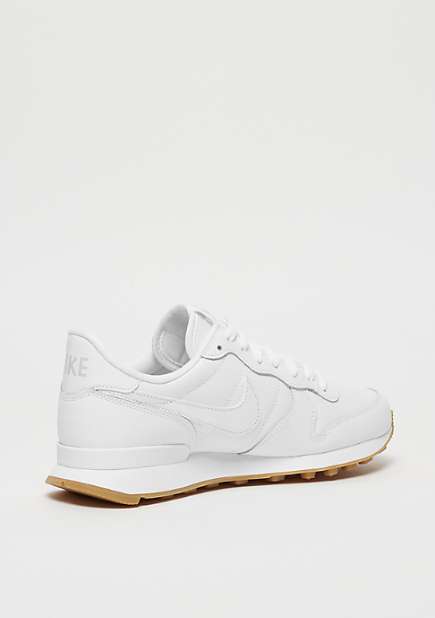 NIKE Wmns Internationalist white/white-white-gum light/brown