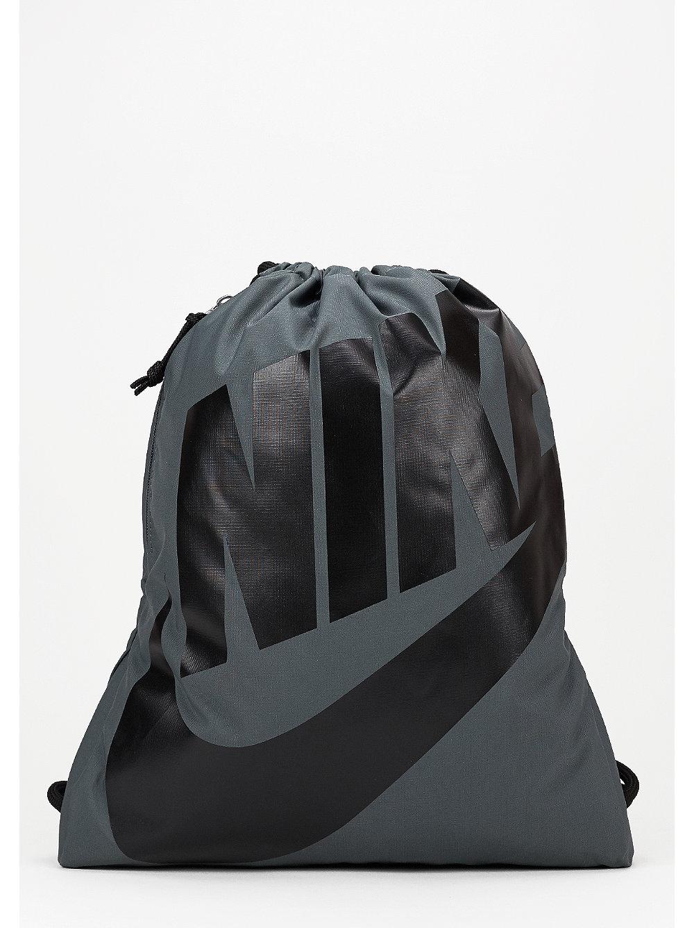 nike turnbeutel heritage dark grey black black bei snipes. Black Bedroom Furniture Sets. Home Design Ideas