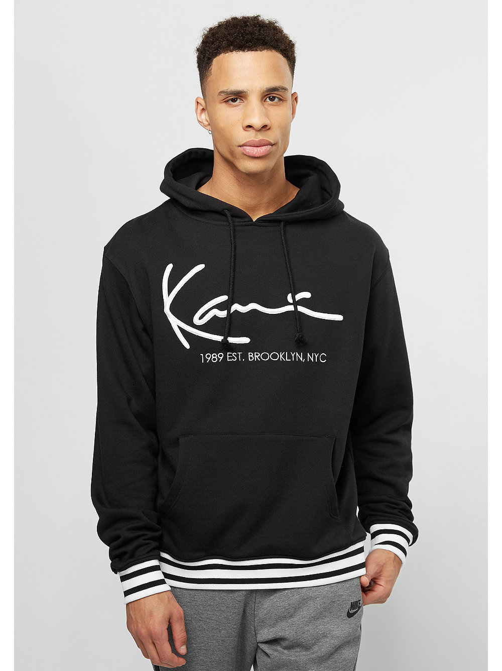 karl kani hooded sweatshirt basic black snipes onlineshop. Black Bedroom Furniture Sets. Home Design Ideas