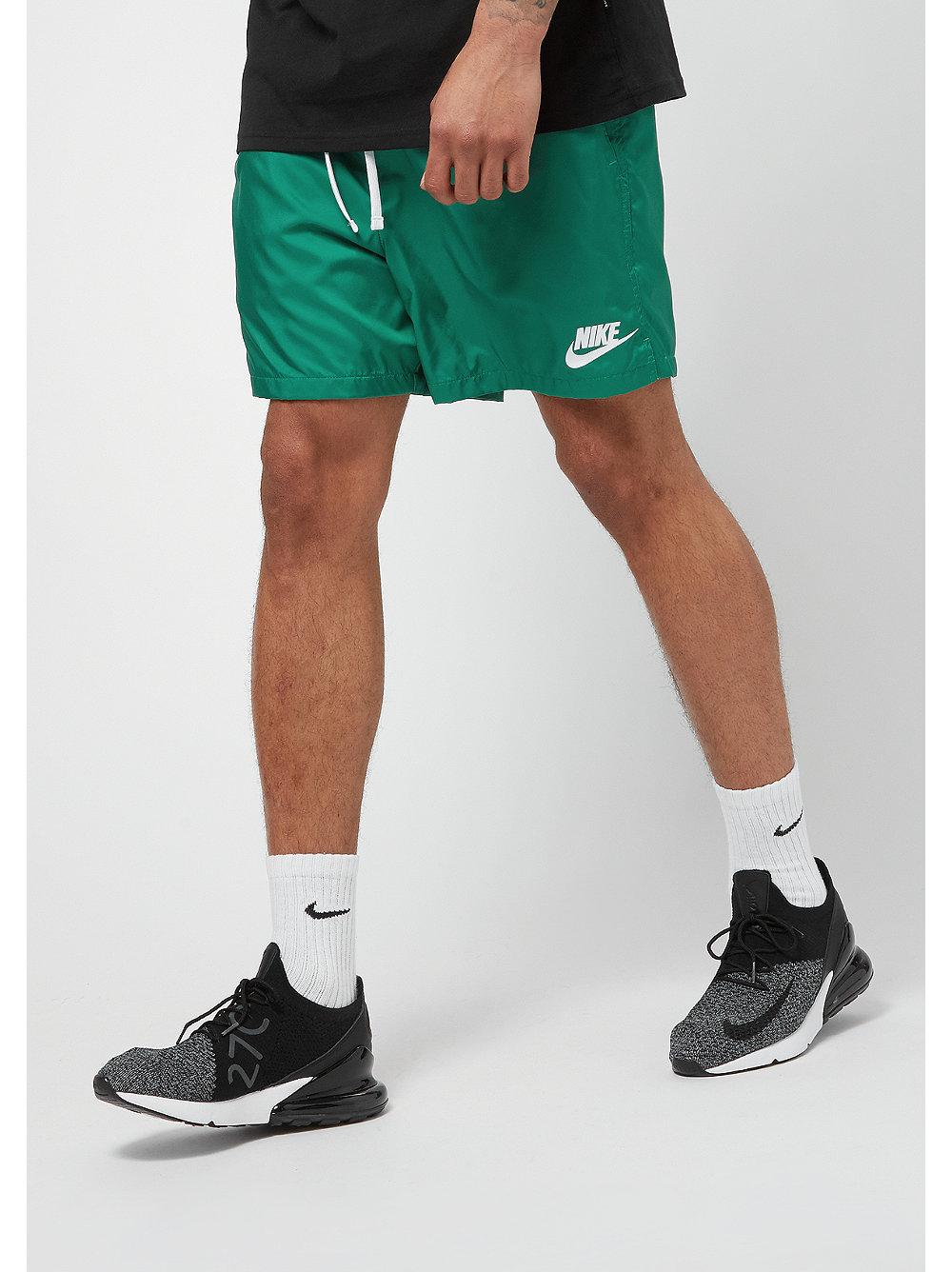 Nike Sportswear FLOW - Short - green noise/white DAa6Aq