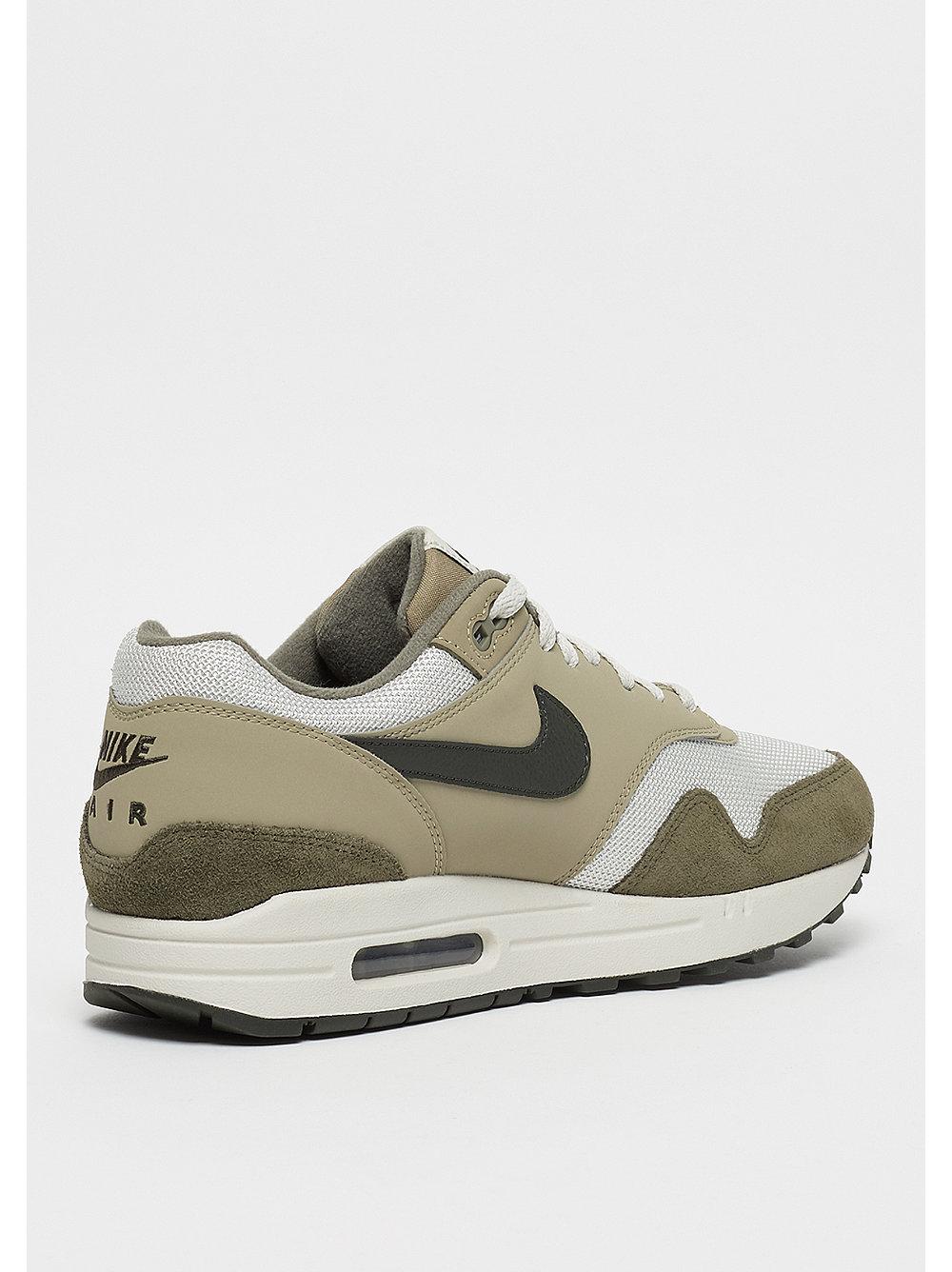 best sneakers 66b4a 9cec5 Ya Snipes Nike En La Max Zapatilla De Air Medium 1 Está axn0Ov1wq