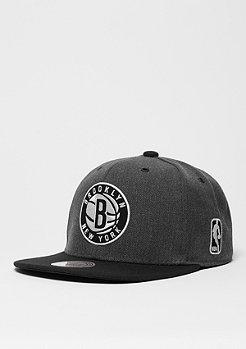 Mitchell & Ness Snapback-Cap G3 Logo NBA Brooklyn Nets charcoal/black