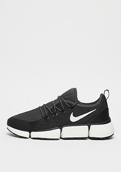 NIKE Pocket Fly DM black/white/anthracite/sail