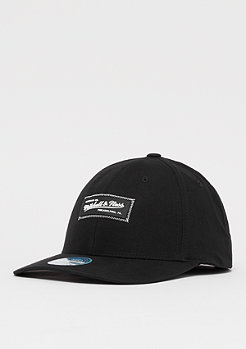 Mitchell & Ness M&N Biowashed Zig Zag 110 Curved Snap black