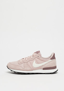 NIKE Wmns Internationalist particle beige/summit white-smokey mauve