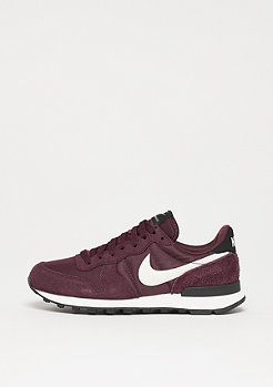 NIKE Wmns Internationalist burgundy crush/summit white-black
