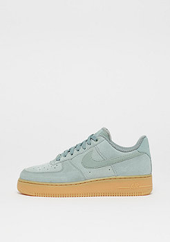 NIKE Wmns Air Force 1 07 SE mica green/mica green/gum light brown